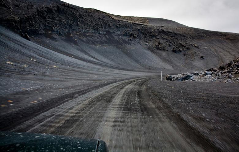 Around the bend - De hele dag met de auto door het binnenland van ijsland gereden.<br /> Na elke bocht veranderde het landschap, wat vinden we na dez