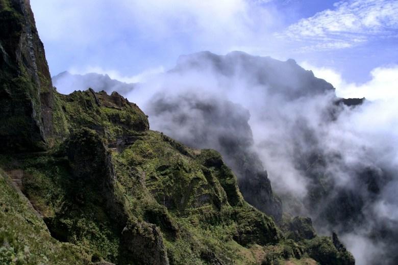 Lucky day... - Een regenachtige dag op Madeira besloten om hoog de bergen in te gaan en de regen zo te ontlopen. Boven werden we getrakteerd op dit mo