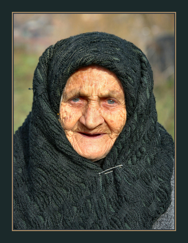 Roemenie - Deze vrouw van 90 heb ik twee jaar geleden in Roemenie gefotografeerd met mijn toen nog canon 350D. a.s. Weekend vertrek ik naar Roemenie v