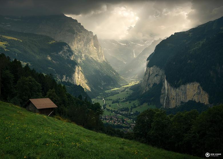 The valley of light - Lauterbrunnen in het dal vanuit Wengen.