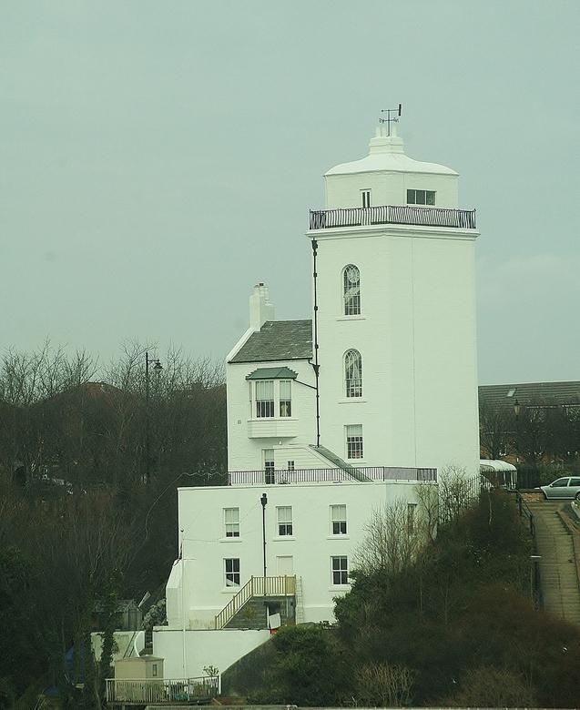 1 van de foto,s van af de boot - tijdens het weg varen viel mijn oog op dit kasteel <br /> vanwege het schemer was het lastig om een juiste belichtin