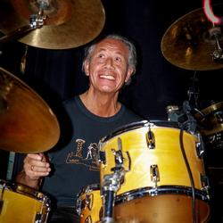 drum solo    drummer  uit zijn dak