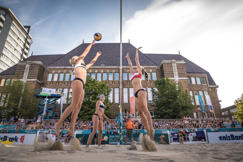 Action at the net - Action at the net during the qualifications of the European Beach Volleyball Championships in Utrecht