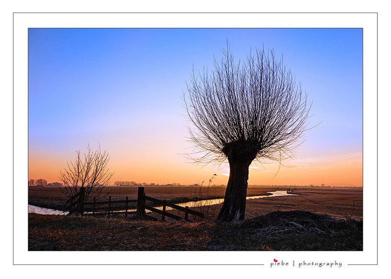 """Zonsopgang Joure vervolg - Op verzoek van enkele zoomers hierbij een foto van de zonsopgang bij Joure in het zgn. """"landscape"""" formaat. Gemaa"""