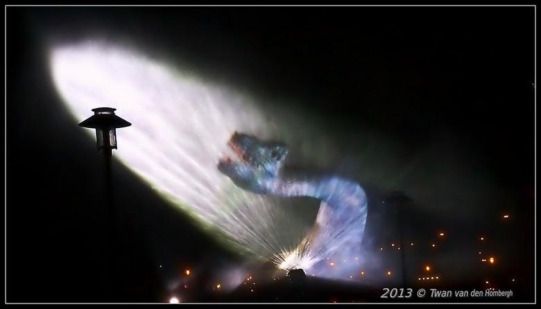 Glow-2013-monster.jpg - Lagoon Monster
