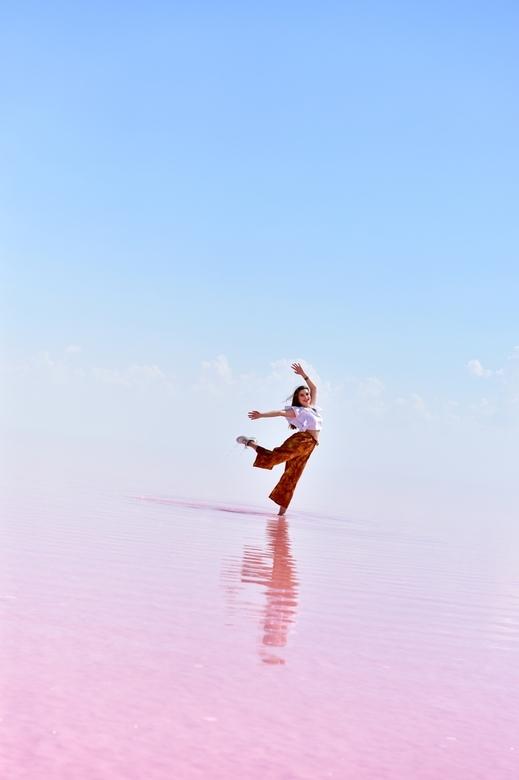 Dansen - Foto gemaakt te Tuz Gölü (Zoutmeer in Turkije)<br /> <br /> informatie over Tuz Gölü:<br /> https://en.wikipedia.org/wiki/Lake_Tuz<br />