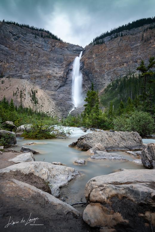 Takakkaw Falls - Een mooi zicht op de op 1 na hoogste waterval van Canada.