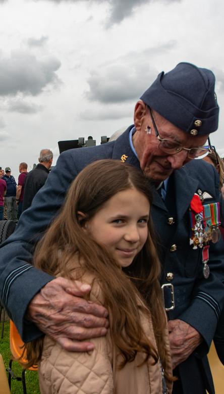 Legion d'honneur recipient  - Deze veteraan vloog +100 missies in de oorlog en werd tijdens de D-Day herdenkingen gedecoreerd met het Legion d'ho