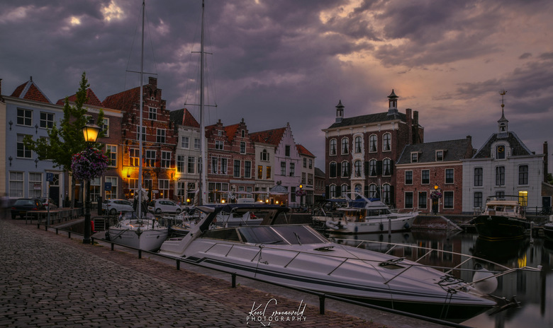 Goes by Night.  - Goes heeft een pittoreske historische binnenhaven. Het vallen van de avond geeft een gezellige dromerige sfeer.