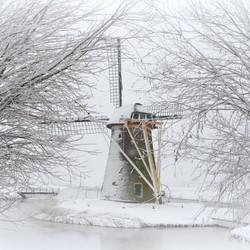 stevenshofmolen in de sneeuw 10x15