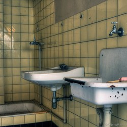 Kezerne E. Handen wassen...