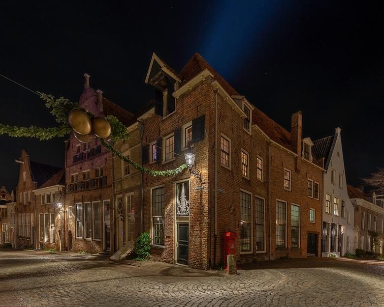 Bergkerkplein Deventer - Gisteren weer terug naar Deventer gegaan vorige week kwam ik een mooi oud huisje tegen alleen was het kerstavond en stond het