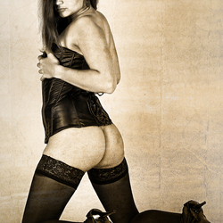 Meisje in corset met blote poep 2