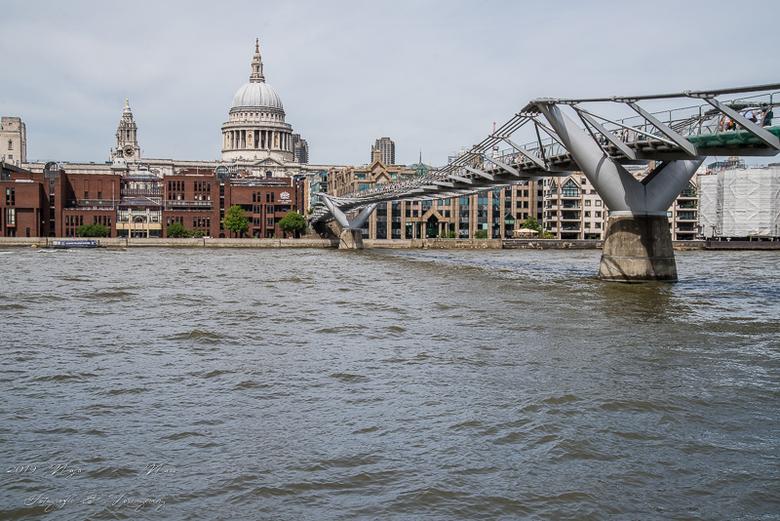 The new bridge - Voetgangersbrug over de Themes