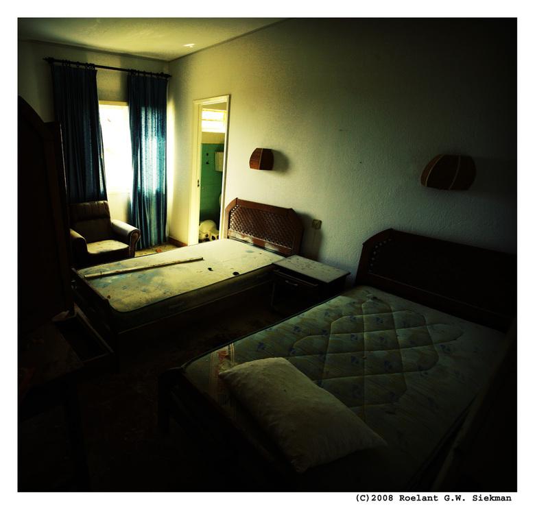 Into the Light IV - In de serie van het vervallen hotel/restaurant voorlopig de laatste.<br /> <br /> Zoals ik al zei lagen aan een lange gang achte