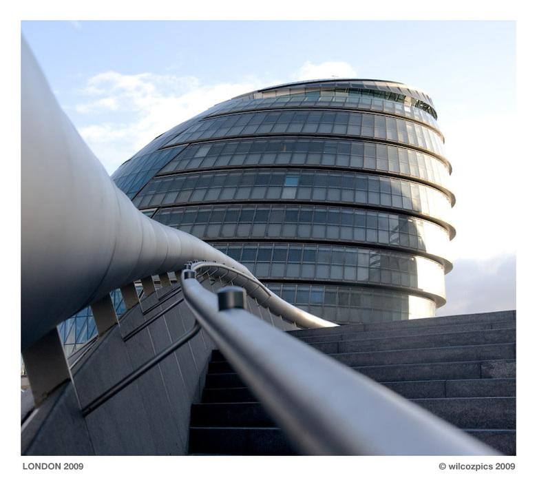 Londen City Hall - City Hall van Londen. Een mooi gebouw met een mooie trap ernaartoe. Ik vind het alleen voor zo'n grote stad vrij klein.