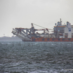 Offshore emas schip