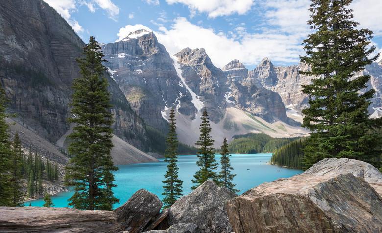 Lake Moraine, Banff / Canada - Rust en ruimte, in schril contrast met het veel toeristischere Lake Louise, slechts enkele kilometers verderop.