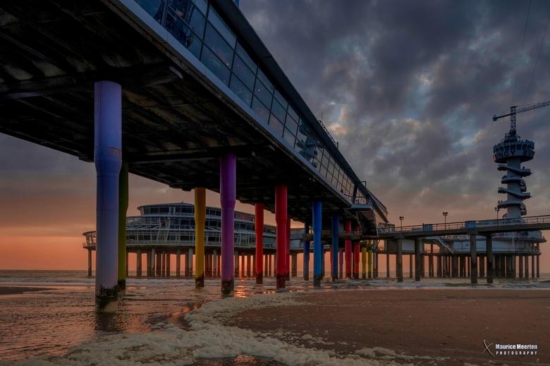 Onder de Pier van Scheveningen - Onder de Pier van Scheveningen
