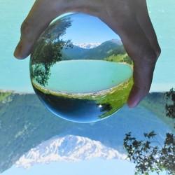 Meer in Sud Tirol door een Lensball