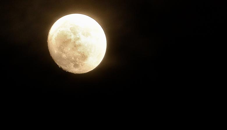 Moonlight - Als de maan vol is, schijnt ze overal<br /> 0,3 sec, bij F 5,6  ISO 250,  200 mm.