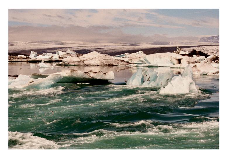 De grote dooi. - IJsmeer in IJsland.