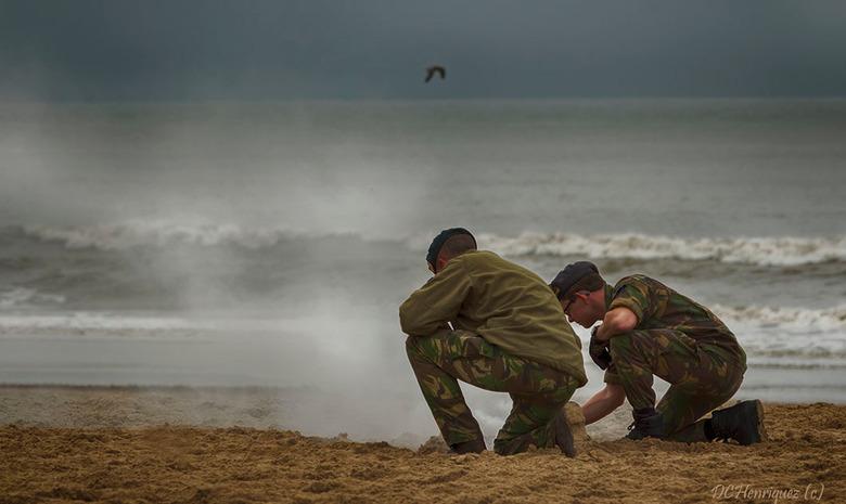 Vuurtje doven  - Helaas vanochtend de paarden gemist bij het trainen op het strand de dag vóór Prinsjesdag, kwam te laat, trof enkel nog de militairen