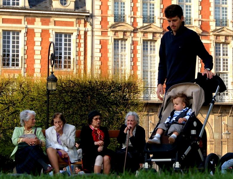 Jong en oud! - Jong en oud vertegenwoordigd in de parken van Parijs