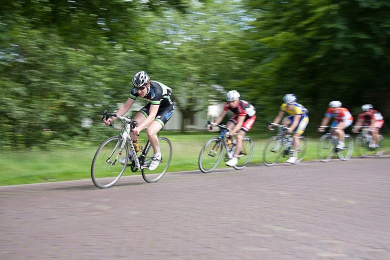Speed - Tijdens de lokale wielerronde even geoefend in het meetrekken met de camera om zo de snelheidsbeleving van de wielrenners vast te kunnen legge