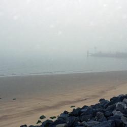 strand Vlieland op  mistige herfstdag