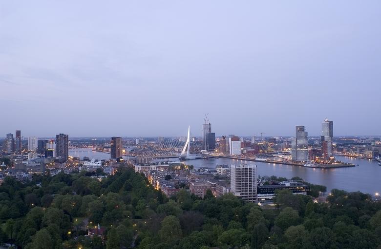 Erasmus Rotterdam - Vanaf de Euromast. Kon voor sluiting van het platform nog net een paar foto&#039;s met de lichten aan maken.<br /> Volgende keer