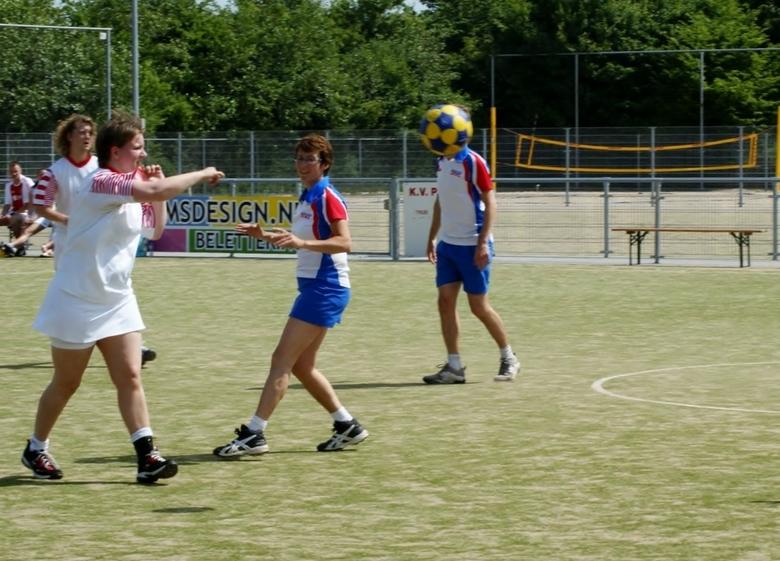 korfbal  - korfbal mannetje speelt ook mee