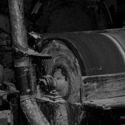 Urban, schuur-rolmaschine in kapstokkenfabriek