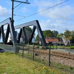 DSC_1942-trein op spoorbrug.