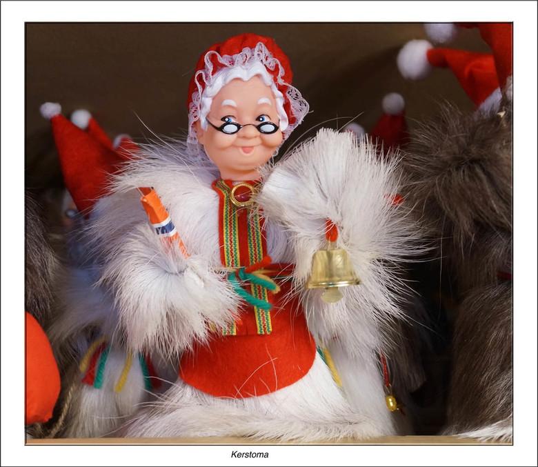 Kerstoma - Dit lieve omaatje in kerstkledij kwamen we tegen in een tipi tent waar de Samen een souvenir shop runnen<br /> <br /> Iedereen bedankt vo