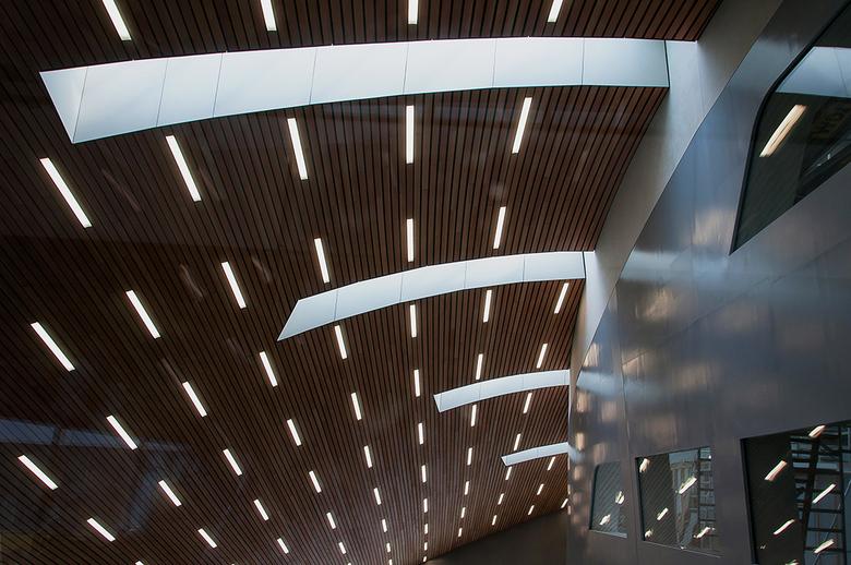 arnhem-15 - Plafond in lijnen en licht ook indrukwekkend.!