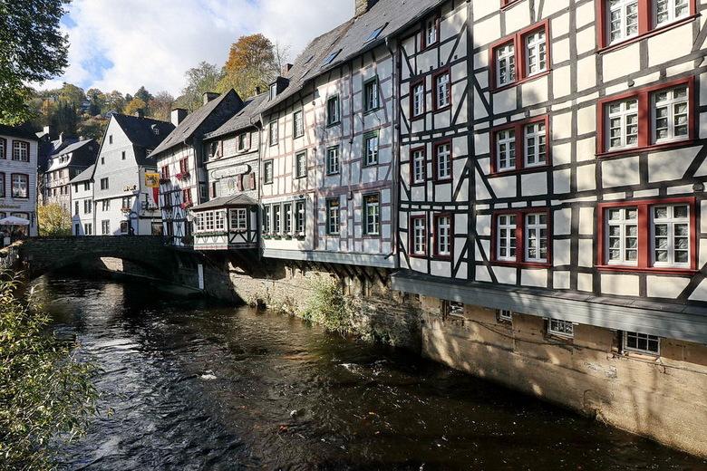 Schilderachtig. - Monschau Eifel Duitsland.<br /> <br /> 13 oktober 2017.<br /> Groetjes Bob.
