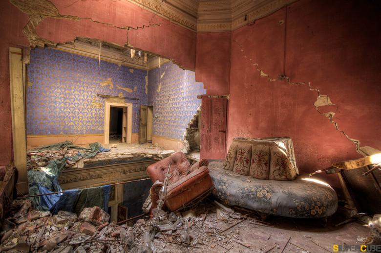 Home Sweet Home - Een oud kasteel in Italie, waar de tijd stil staat, maar het verval toe neemt.