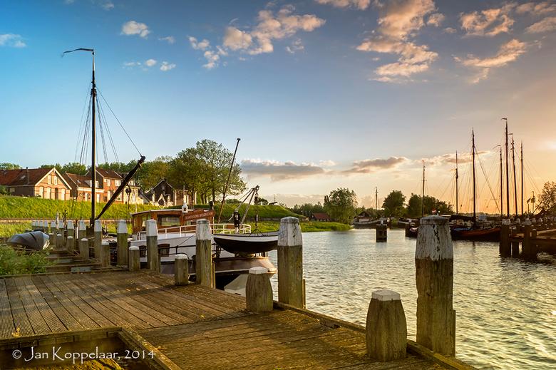 """Woudrichem - Een foto van de oude haven van Woudrichem. Schitterend licht die avond. Vanaf deze kant van de haven plaatste ik pas een <a href=""""http://"""