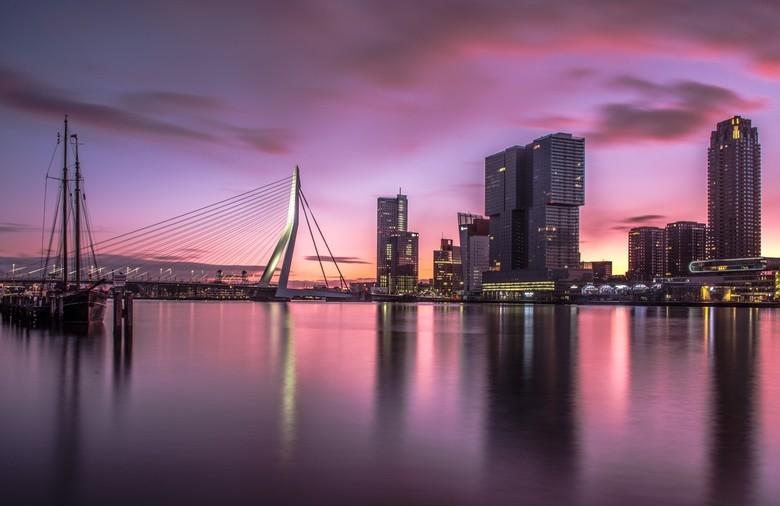 Ochtend glorie  - Winterse zonsopkomst in Rotterdam