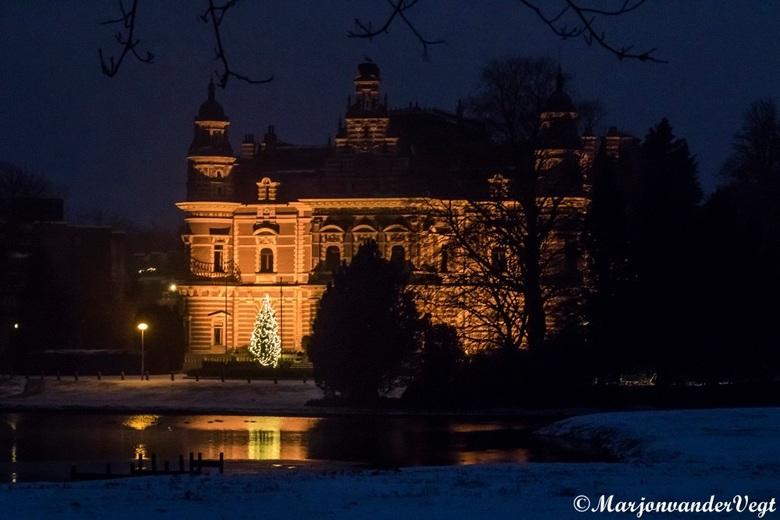 Kerstboom in vroege ochtend - Vanmorgen vroeg op pad geweest, en wat foto&#039;s in de sneeuw vastgelegd.<br /> <br /> Iedereen hartelijk dank voor