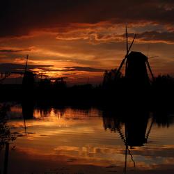Kinderdijk bij zonsondergang