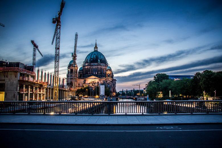 Dom - van Berlijn bij avond