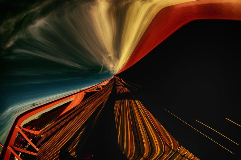 hou je vast aan de brugleuning - groot zien aub<br /> <br /> Samyang 8 mm werk<br /> <br /> <br /> dank voor alle waarderingen