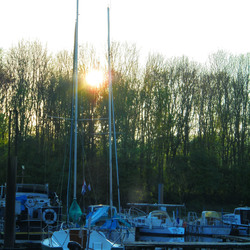 Boten in de haven van Maastricht.