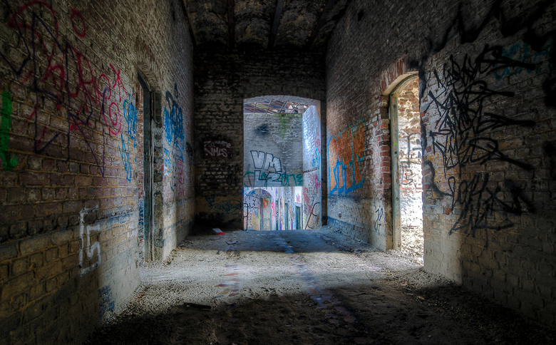 The Hall - Vergaan doch bekleed met graffiti