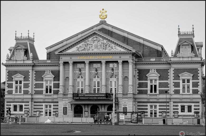 Concertgebouw - Concert Gebouw te Amsterdam, originele foto bewerkt en vond het gouden effect wel leuk in de zwartwit omzetting.