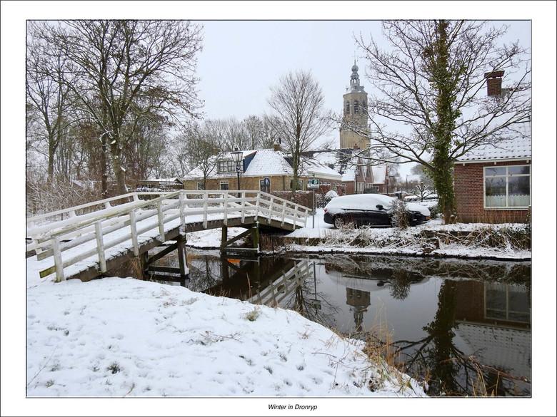 Winter in Dronryp - Eindelijk hebben we dan een laagje sneeuw. De wereld ziet er dan plotseling weer heel anders uit.<br /> <br /> De inwoners van h