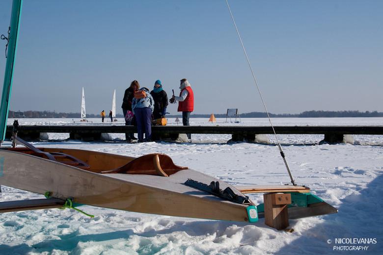 Hollandsch vermaeck - Op de Nieuwkoopse plas viel van alles te fotograferen.  Leuk om te zien hoe een ieder zich vermaakte op het ijs.<br /> <br />