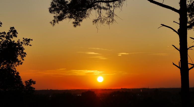 Zonsondergang... - over het mooie Noord-Limburgse land in de buurt van Belfeld.